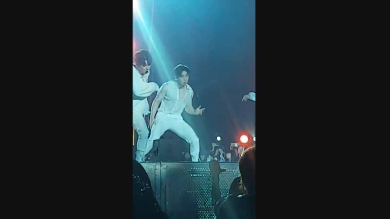 [VK][181117] MONSTA X fancam - From Zero (Wonho focus) @ HEC Korea Concert