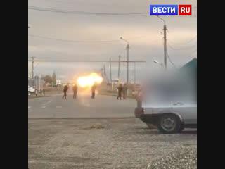 Появилось новое видео уничтожения смертницы у КПП в Грозном.