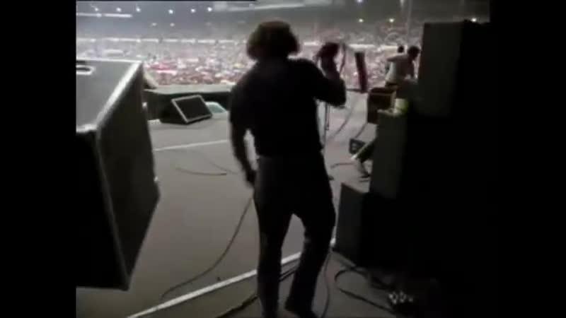 Za-kulisami-Queen-na-stadione-Uembli-1986-god-360p