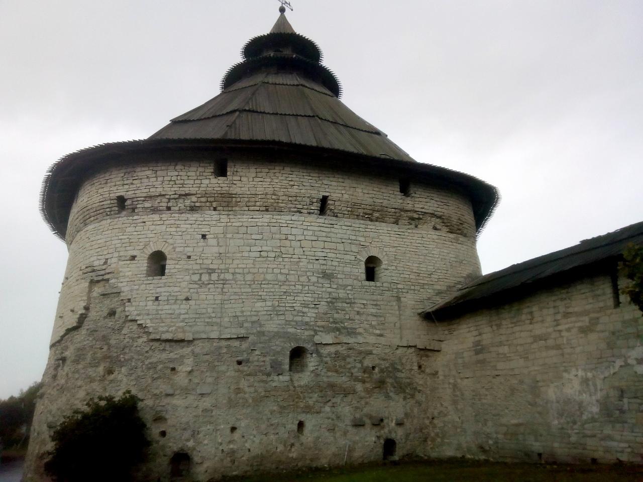 Псковская крепость. Прогулка вдоль ее стен и башен. Самая большая крепость России за всю ее историю россия