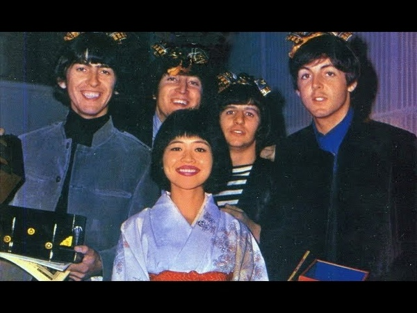 ♫ The Beatles*1965 / With Japanese music journalist Rumi Hoshika at EMI Studios/ photos 1965