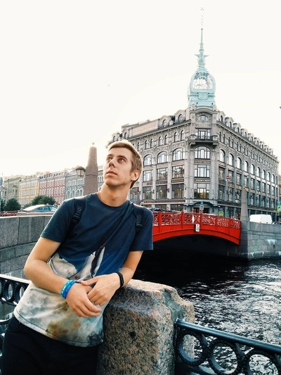Роман Аполонов