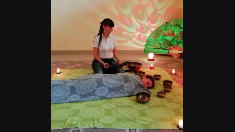 Демонстрационный сеанс вибрационно-акустического массажа поющими Тибетскими чашами