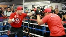 Canelo shows speed combination punching on the mitts in media workout Canelo vs Smith video