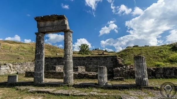 Об одной из самых загадочных гор Крыма - горе Митридат Керчь по праву можно считать одним из самых древних городов России. К тому же этот город хранит в себе множество древних тайн было тут и