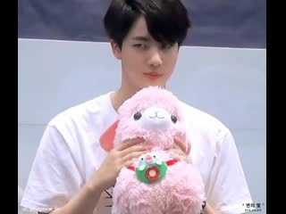 Why does he look like he's ready to fight anyone who will grab his plushie 🤧
