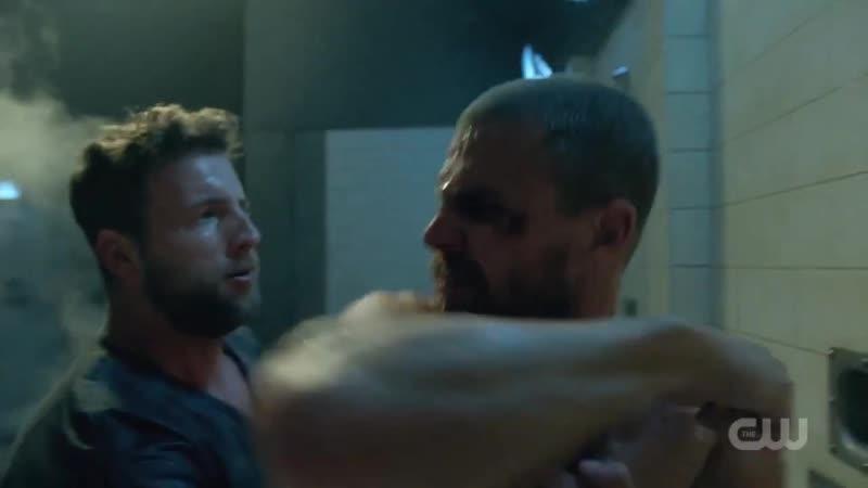 Стрела 7х01 - Сцена драки Оливера в душе / Фелисити и Диаза