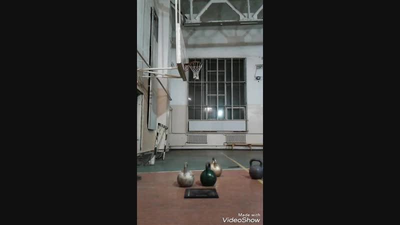 Швунг гири 50 кг на ладони хватом за дно. Дебют