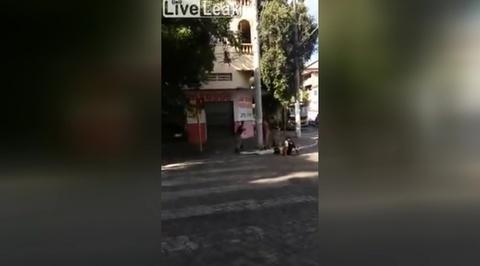 Голый бразилец избил полицейских