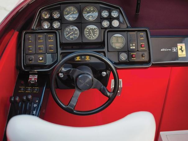 Скоростной катер Riva Ferrari 32 (1989г.) Катер оснастили двумя 8-литровыми моторами BPM Vulcano 400 V8 мощностью 390 л.с. каждый. Максимальная скорость составляла 54 узла, примерно 100