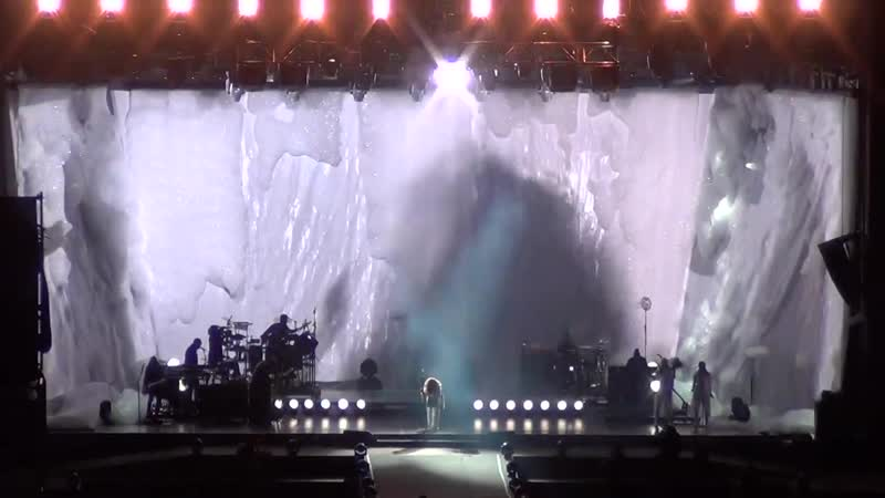 Rihanna - Diamonds (Santiago Estadio Nacional, Chile, 29.09.2015)