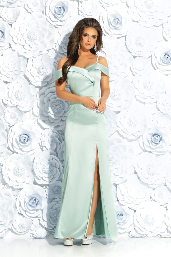 a428d372982 Основное правило — не превзойти по красоте невесту. Поэтому платье ...