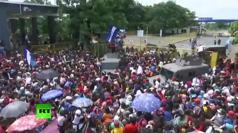 US bound migrant caravan prepared to begin crossing from Guatemala to Mexico YouTube 360p