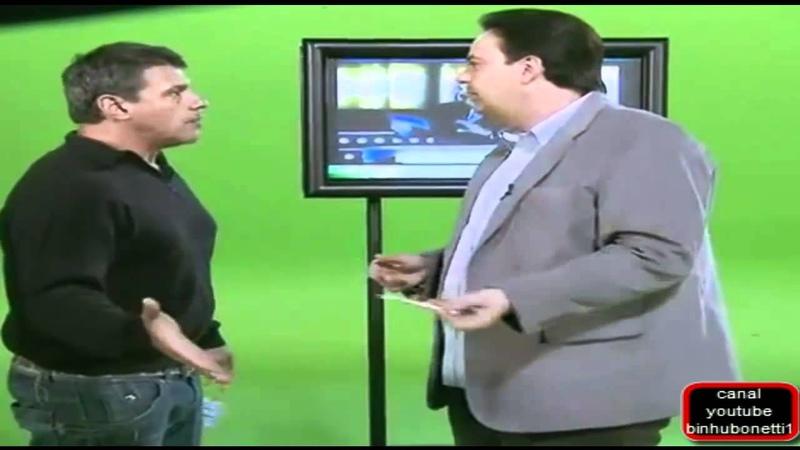 Alexandre Frota se irrita e derruba cenário em gravação no SBT