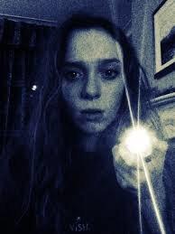 ПРЯТКИ С ФОНАРИКОМ Когда мне было десять лет, все дети в моем районе собирались поздно вечером, чтобы поиграть в прятки с фонариком. Знаете, что такое прятки с фонариком Это почти те же самые