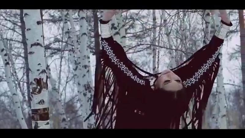 Якутский клип о колдовстве и танцах посреди зимней природы