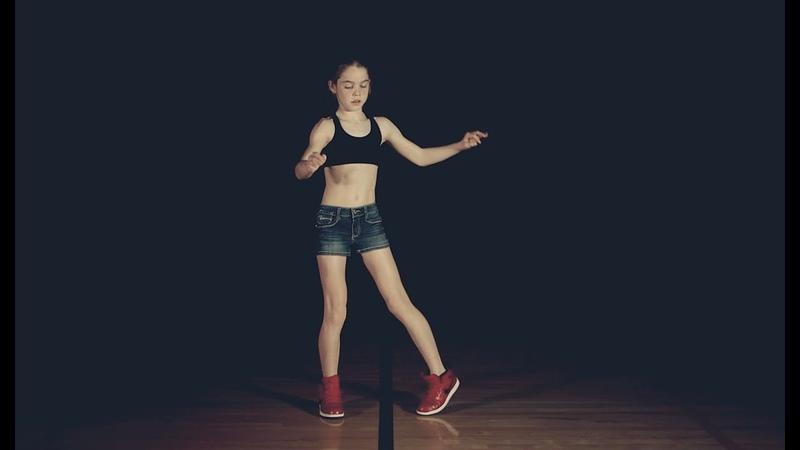 """Esta niña aprendió a bailar """"dubstep"""" en YouTube - Webucación"""