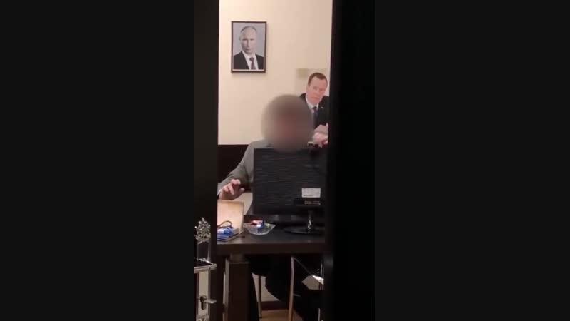 Вопрос знатокам! Чем занимается этот чиновник