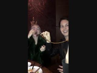 31 января 2019; Лос-Анджелес, США: Лана с подругами и знакомыми на ужине в ресторане «TAO» по случаю Дня рождения Джессики Бух