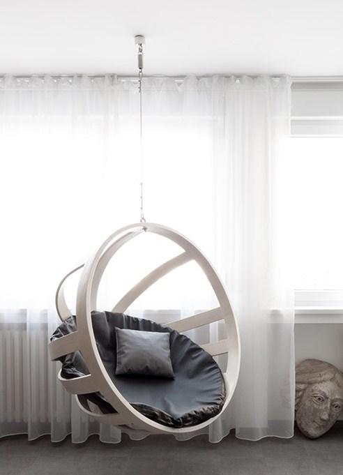 Подвесное кресло в комнате подростка девочки