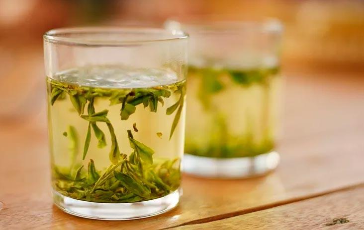 Зеленый чай: преимущества, побочные эффекты и препараты