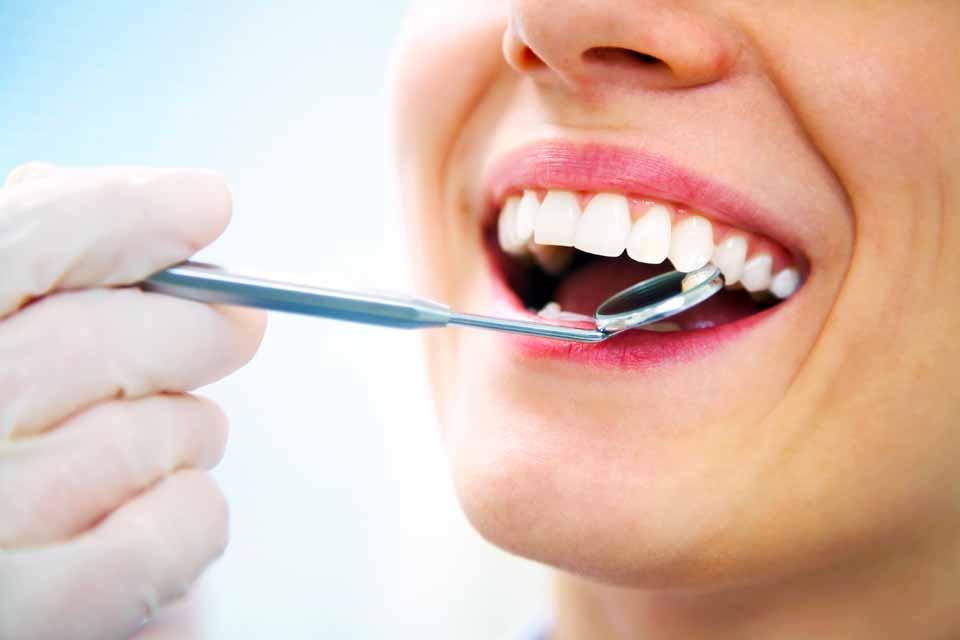 Как восстанавливают скол зуба?