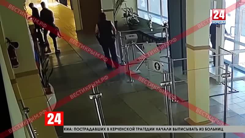 Шокирующие кадры Опубликовано видео с камер наблюдения в Керченском политехническом колледже 18