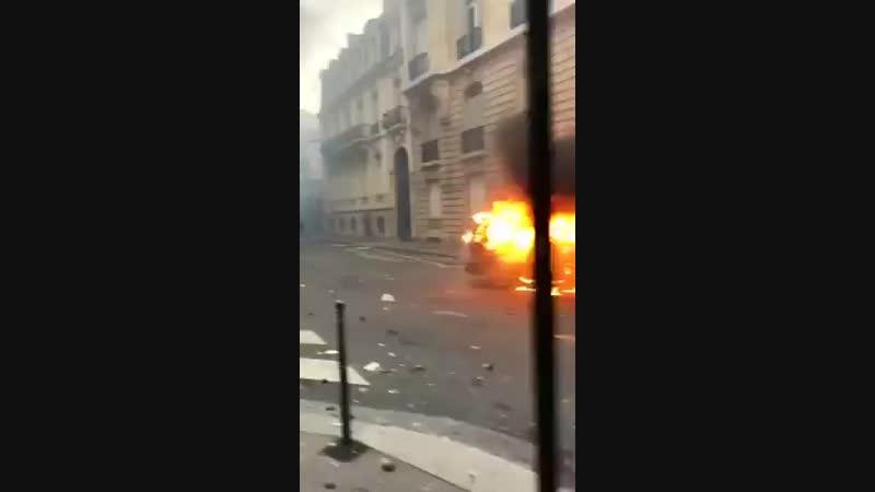 Во Франции опубликован манифест протестующих, в который вошли 25 требований к правительству.