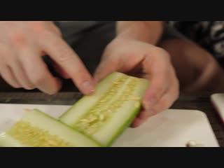 КИТАЯНКА учит готовить ЖИВЫХ крабов в ВОКЕ!