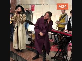 Полина Гагарина выступила в московской подземке
