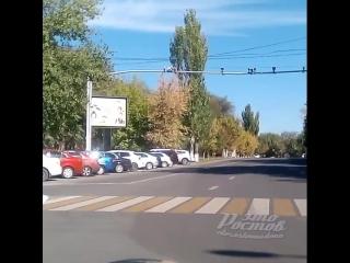 ростовские автохамы - проезд на красный - 24.09.18 - Это Ростов-на-дону!