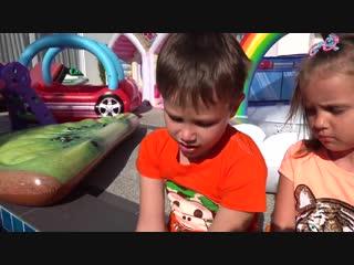 Мисс Кейти и Мистер Макс грузят детские игрушки Новое видео 2019 для детей