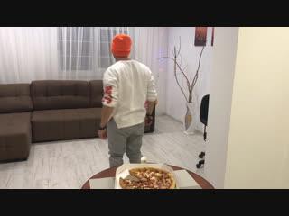 Друзья это нереально!!!! я давно не заказывал себе пиццу и сегодня я решил побаловать своих дочурок