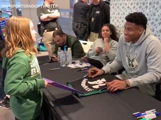 Баскетбол еще не знал автограф-сессии милее этой