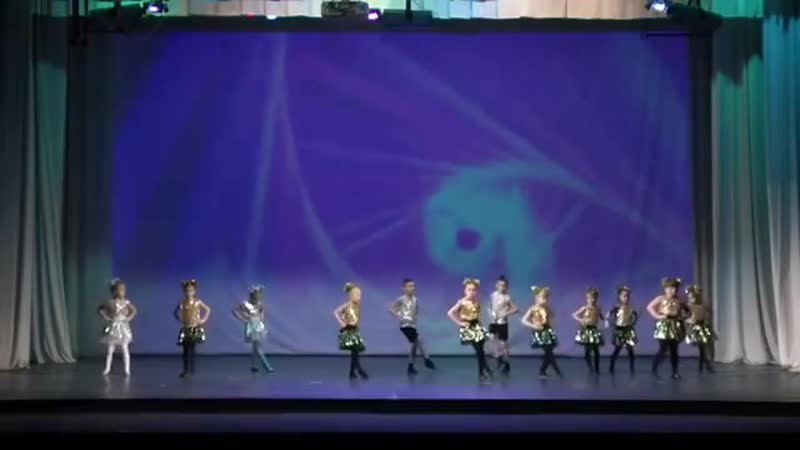 Фрагмент выступления с Большого Отчетного концерта! ❤️ нашим самым маленьким танцорам😍 . . Занятия современными танцами для дет