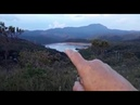 Homem grava situação de barragem e acaba filmando acidente automobilístico.