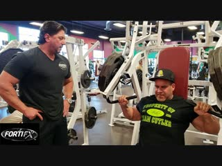 Jay Cutler Trains Chest & Triceps