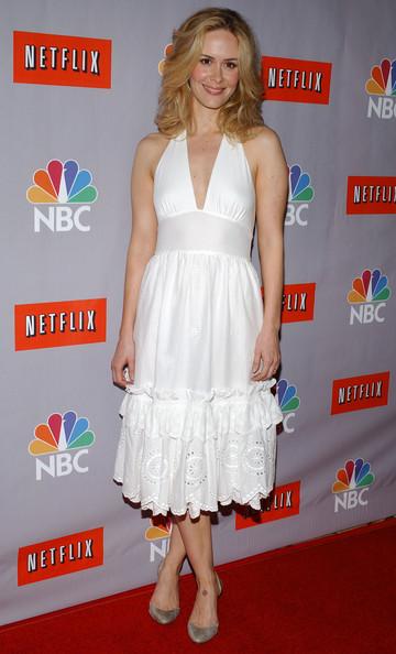 Сара Полсон в белом