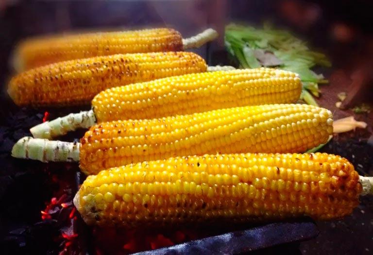Является ли кукуруза здоровой пищей и сколько калорий в кукурузе?