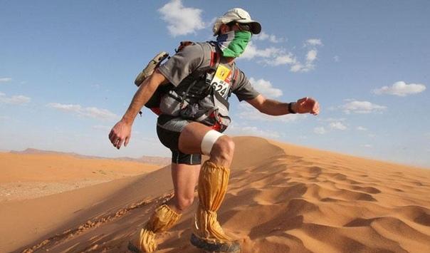 Мауро Проспери Полицейский из Италии в 1994 году решил принять участие в «Марафоне де Сабль» — шестидневном 250-километровом забеге пустыне Сахара. Попав в сильнейшую песчаную бурю, он потерял