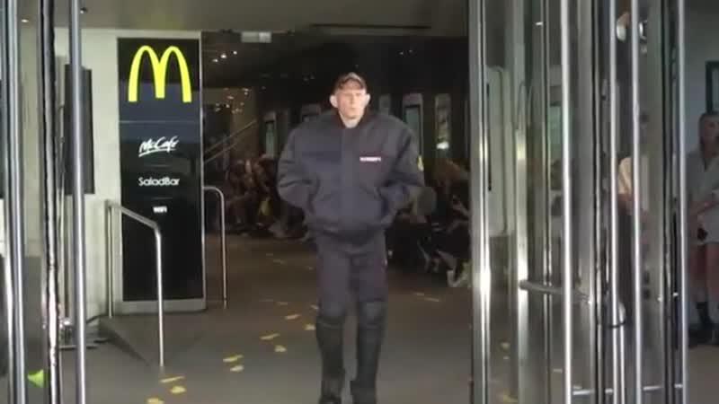Полицейская форма как последний писк моды скандальная новинка фэшн-индустрии.