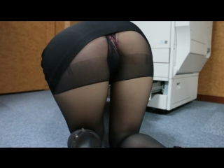 Office_girl_tease_ripped_pantyhose
