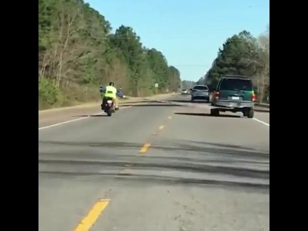 Буксировка мотоциклиста