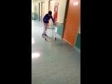Вовочка ходит и управляет ходунками самостоятельно