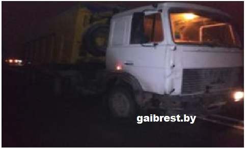 Брестский район: в результате попутного столкновения с МАЗ-ом травмирована водитель такси