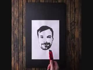 Как нарисовать портрет именинника на торте? Поможет простой трюк