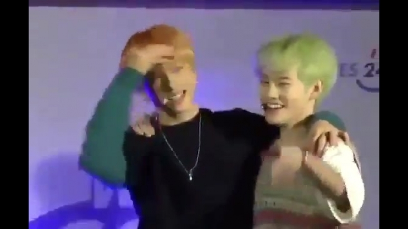 Oh god the way how jisung swipes his hand on chenles hair iM CRYING THIS IS SO FREAKING CUTE.mp4