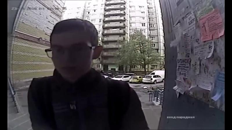 Буйная Семейная пара избила збила курьера в подъезде в Санкт Петербурге