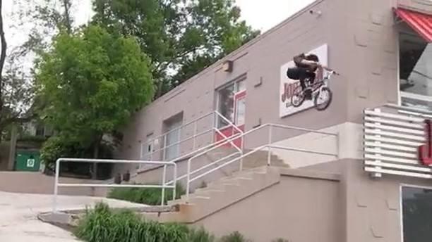 Sean Burns «Stuck in a tuck. Bad take off. Raw angle from thedirtysniff»