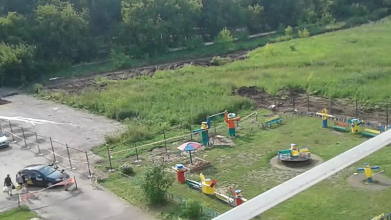 Ворошилова 40 у нас отжали стоянку и испортили детскую площадку